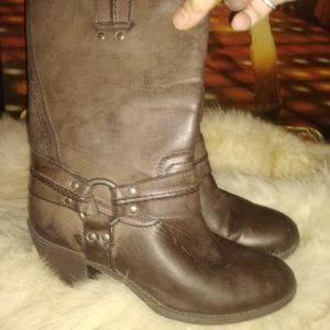 Women's size 10 brown boot.
